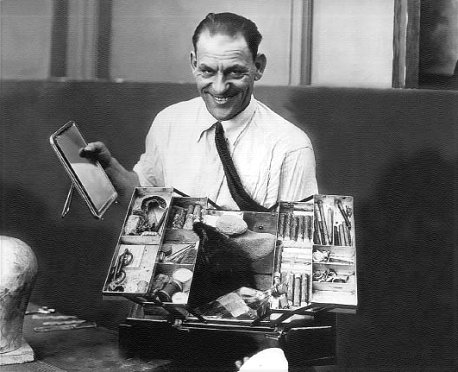 Lon Chaney with makeup kit - goldensilents.com